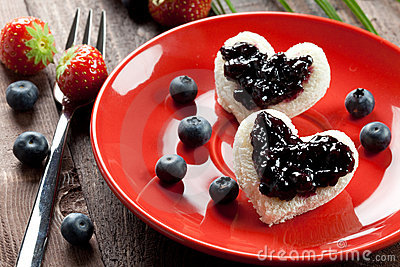 Toast hearts with jam