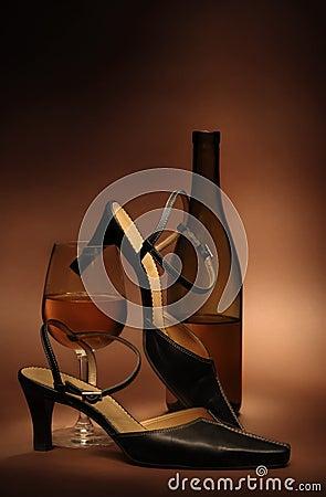Todavía vida con los zapatos de las mujeres