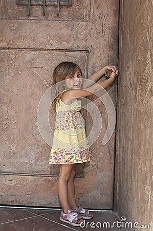 Free Toddler Opening Door Stock Images - 15748774
