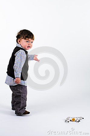 Toddler pointing to right
