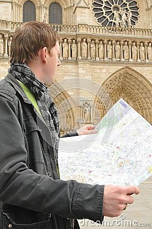 Toerist in Notre Dame, Parijs