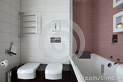 toilette europ enne lumineuse et propre photos libres de droits image 34488308. Black Bedroom Furniture Sets. Home Design Ideas