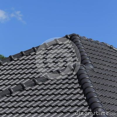 toit de tuiles noir sur une nouvelle maison photo stock image 39653942. Black Bedroom Furniture Sets. Home Design Ideas