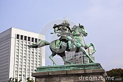 Tokyo: statue of kusunoki masashige