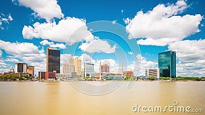 Toledo, Ohio, USA Skyline auf dem Fluss stock footage