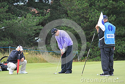 Tom Watson que põr sobre o golfe aberto 2012 do 8o verde Imagem Editorial