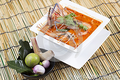 Thai Creamy Hot and Sour Soup with Shrimp and Coconut | Tom Yam Kung ...