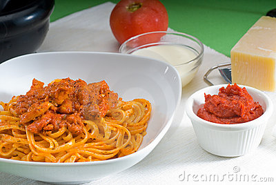 Tomato and chicken pasta