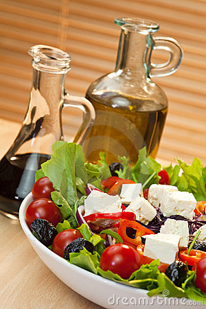 Free Tomato Pepper Olive Red Onion And Feta Salad Royalty Free Stock Photo - 18219175