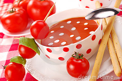 Tomato soup with cream drops