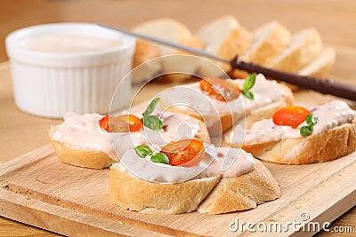 Tomato spread sandwiches
