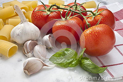 Tomatoes Garlic Basil Pasta Food