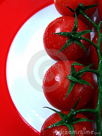 tomatoes on red plate