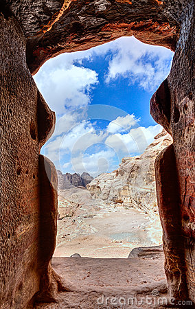 Free Tomb In Petra Royalty Free Stock Images - 34094199