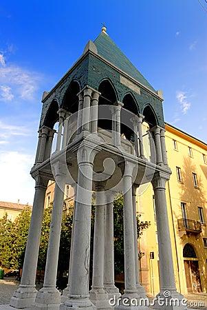 Tomb of Ronaldino de Passeri, Bologna, Italy