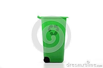 Tomt grönt plast- återanvänder slänga i soptunnan