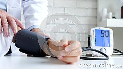 Tonometer Measuring Blood Pressure, Sick Child, Doctor Consulting Kids stock videobeelden