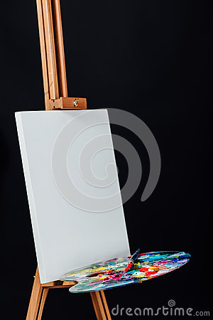 Free Tools Of The Artist. Brushes, Wooden Easel Tripod, Palette Colorful. Black Background, Studio, Nobody. Stock Images - 84364714