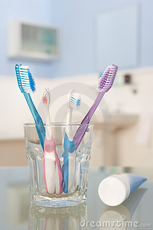 Free Toothbrushes And Toothpaste Stock Photography - 22001622