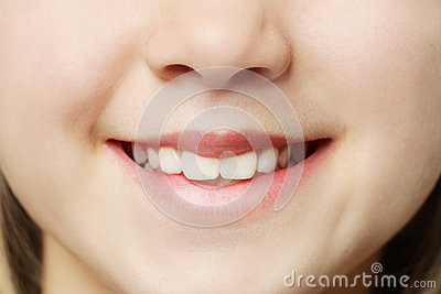 Toothy leende - kanter och tänder