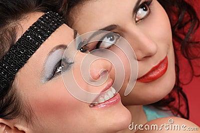 Toothy leenden för modemodeller