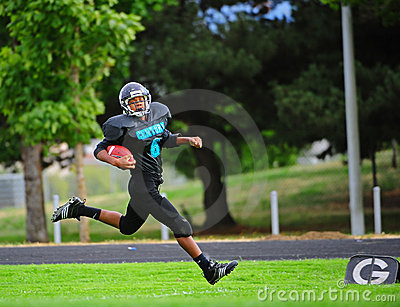 Toque do futebol americano da juventude para baixo Imagem Editorial