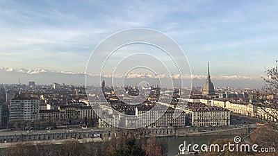12/05/19 Torin, Italia - Vista panorámica de la ciudad de Turín desde Monte dei Capuccini almacen de video