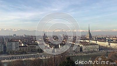 12/05/19 Torin, Italia - Vista panorámica de la ciudad de Turín desde Monte dei Capuccini metrajes