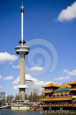 Torre de Euromast en Rotterdam Imagen editorial
