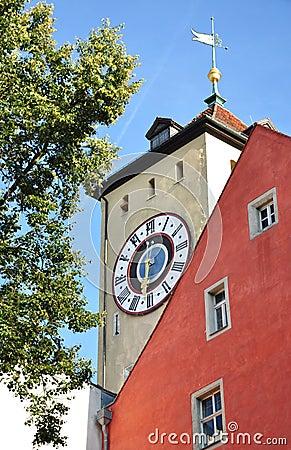 Torre de reloj en Regensburg, Alemania