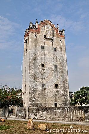 Torre de vigia militar velha na jarda de China do sul