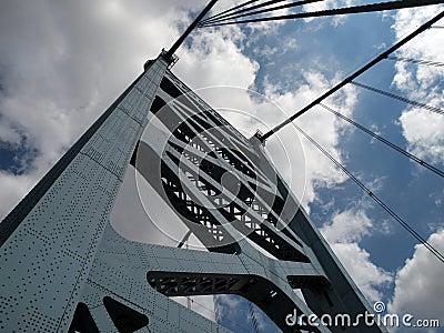 Torre del puente de Benjamin Franklin