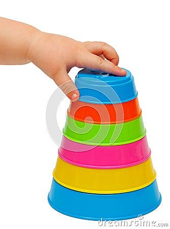 Torre multicolora de tazas