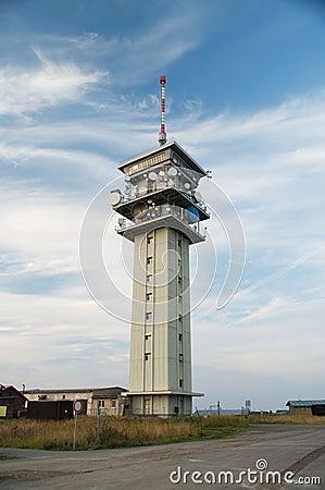 Torre vieja de la telecomunicación
