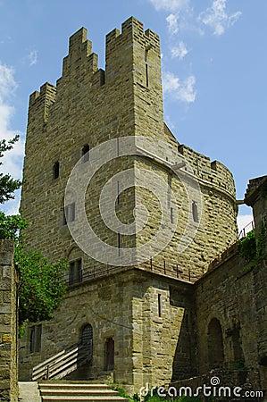 Torre y terraplén