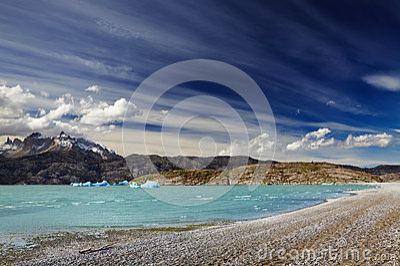 Torres del Paine, серый цвет озера
