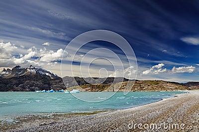 Torres del Paine,湖灰色