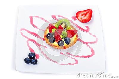 Torta della crema con la frutta fresca