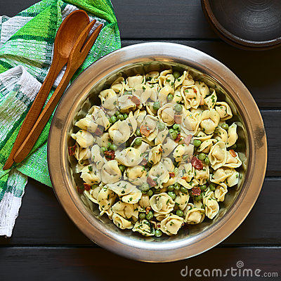 Free Tortellini Salad With Peas And Bacon Stock Photos - 61145923