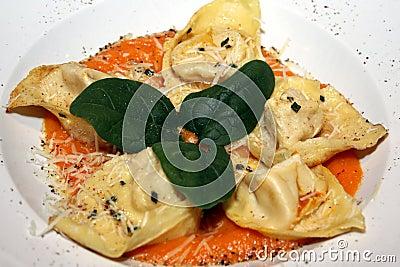 Tortelloni pasta