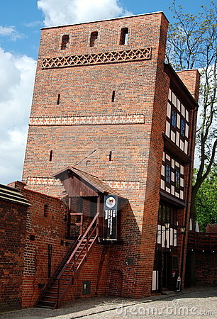 Torun, Poland: 1ó Torre inclinada do século Fotografia Editorial