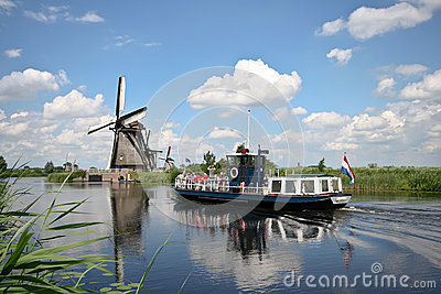 Tour boat at Kinderdijk