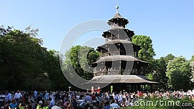 Tour chinoise jardin anglais munich clips vid os vid o for Jardin anglais munich naturisme