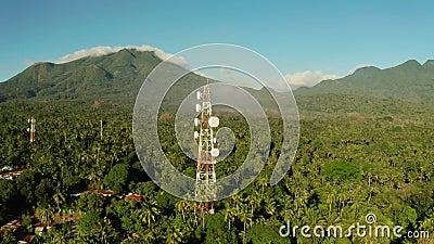 Tour de t?l?communication, antenne de communication en Asie clips vidéos