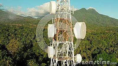 Tour de t?l?communication, antenne de communication en Asie banque de vidéos
