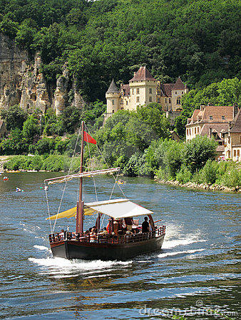 Free Tourist Boat On The Dordogne River, France Royalty Free Stock Photo - 15786975