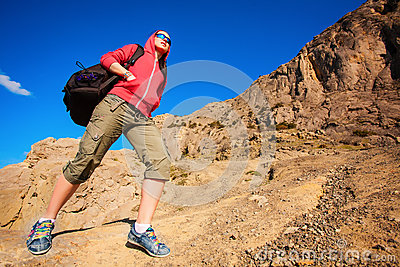 Tourist climbs on the way to the mountains