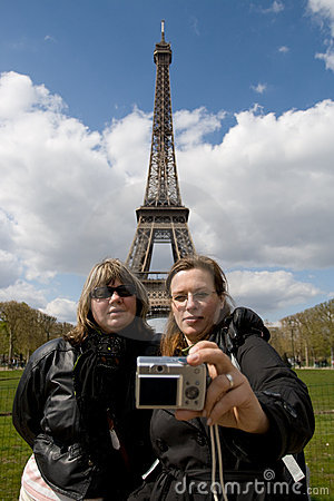 Tourists at the Eiffel tower