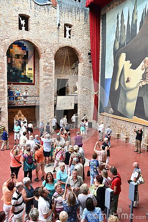 Free Tourists In Theatre Museum Of Salvador Dali In Figueras Stock Photo - 148842750