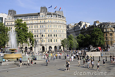 Tourists visiting trafalgar square london uk Editorial Stock Image